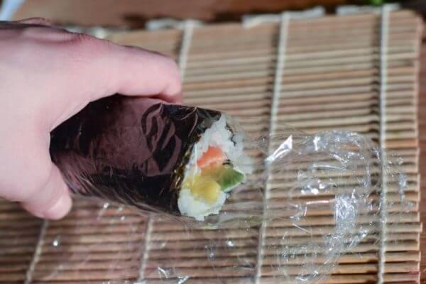 Maki Sushi mit Lachs und Avocado 1
