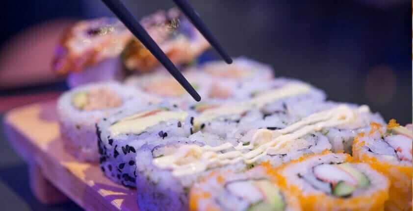 Sushi Sorten: Ura-Maki, Inside-Out-Rolls oder California Rolls