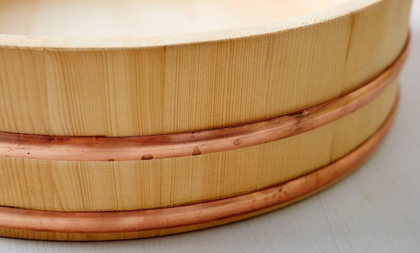 Hangiri: Holzschüssel für Sushi-Reis